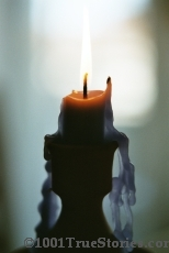 The unplugged photo of the blue light of a burning candle. The right light for Maria´s pure soul